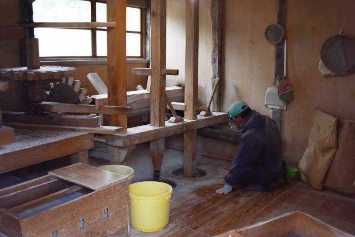 蕎麦を挽く作業場